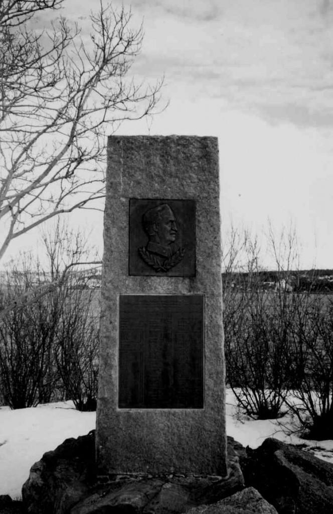 """""""Til minne om d norske styrkers tapre innsats i krigsoperasjonene ved gjenerobringen av Narvik 28. mai 1940 under ledelse av generalmajor Carl Gustav Fleischer"""""""