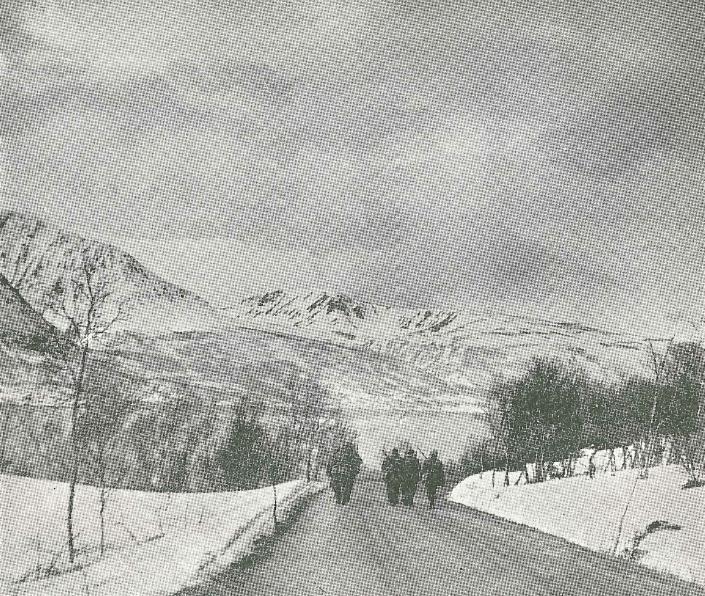Norsk tropp på marsj utenfor Narvik